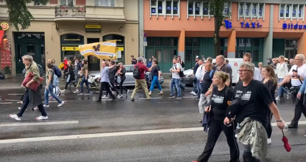 WDNR-Fahne Kurfürstenstraße